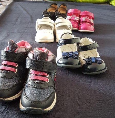 5 par bucików dla dziewczynki