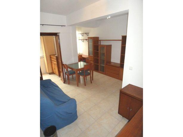Apartamento com kitchenette equipada e mobilado. elevador.