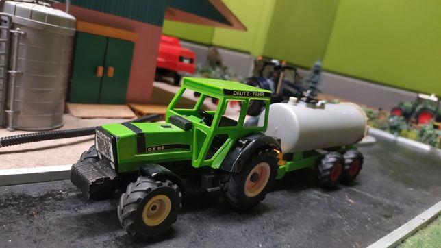 Siku zestaw traktor z beczkowozem