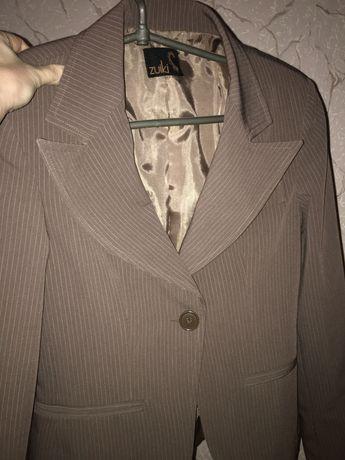 Продам стильный Италийский брючный  костюм фирмы Zuiki.