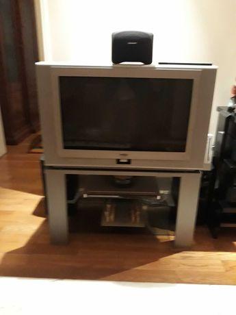 TV Philips com pouco uso como nova com armário