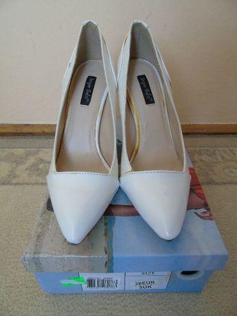 Buty białe nowe
