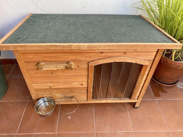 Casota de madeira para cão de porte médio