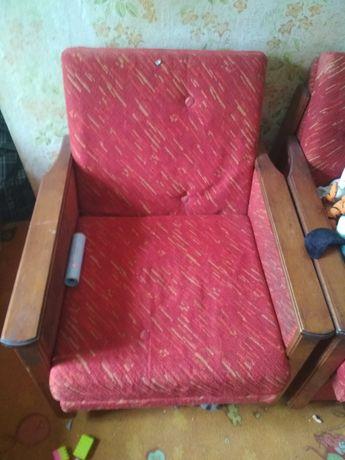 Два кресла по 100гривен продаю за ненадобностью самовывоз с частного с