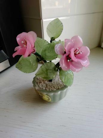 Kwiatki szklane w ceramicznej doniczce