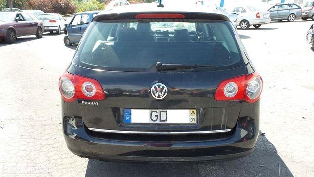 VW Passat B6 Variant 2.0 TDI de 2008 para peças