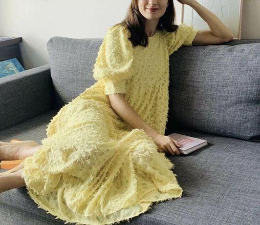 Свободное нежное желтое платье от zara с рельефным узором