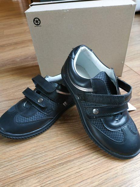 Buty czarne 32