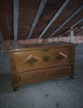Arca em madeira nova