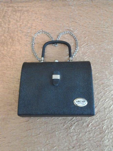Женская сумочка - стильная и практичная , с ручкой и наплечным ремнем,