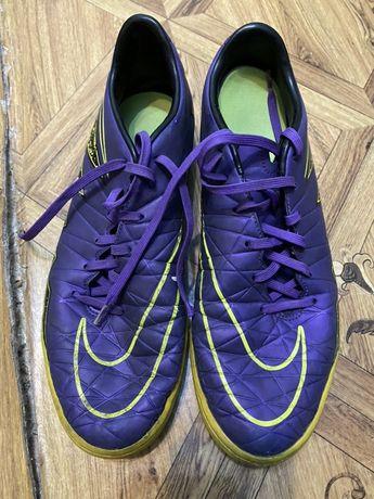 Продам копочки , футзалки Nike