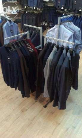 Продам стойки и торговое оборудование б/у (стеллажи) для одежды/обуви