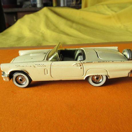 Ford Thunder Bird em metal C=13cm La=5cm da Corgi