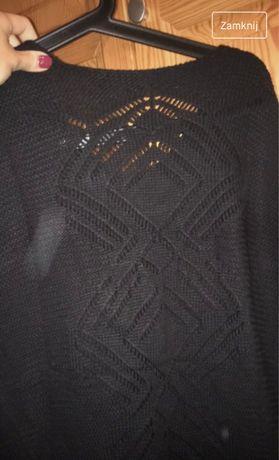 Czarny sweter w serek azurowe plecy