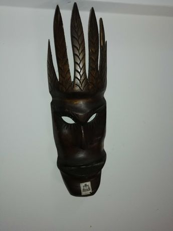 Mascaras e estatuetas de arte negra africana