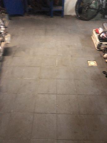 Wynajmę miejsce postojowe/garażowanie - dom jednorodzinny na motocykl