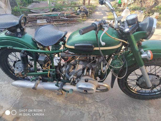 мотоцикл УРАЛ в отличном состоянии