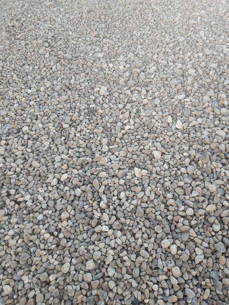 Żwir kamyczek piasek czarnoziem