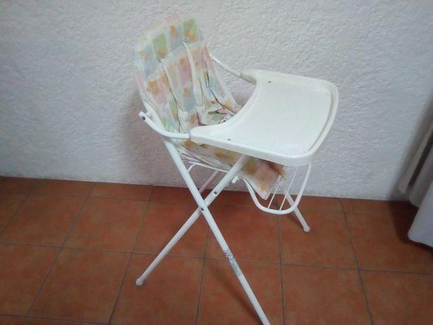Cadeira de refeições para criança