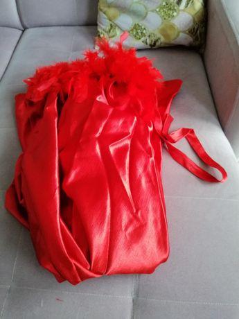 Czerwona peleryna karnawałowa zabawa przebranie strój pióra kapturek