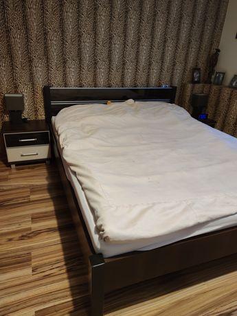 Łozko sypialniane z szafkami