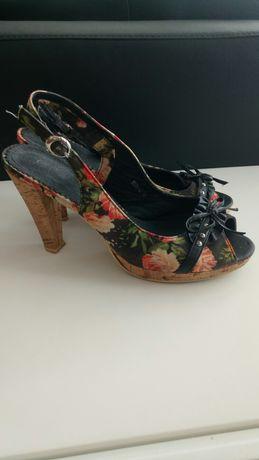 Sandálias para Senhora muito giras tamanho 40