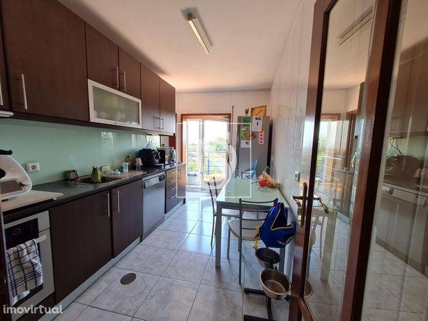 Apartamento T2 em Valadares