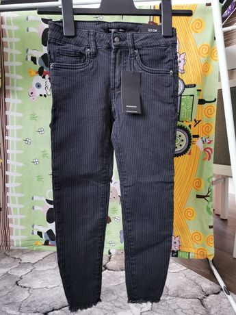 Jeansy slim fit w prążek Reserved