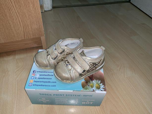 Продам кроссовки на девочку ortopedia 21 р