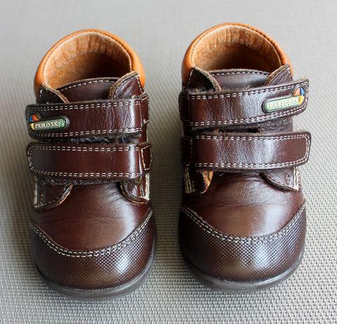 Sapatos castanhos de couro unisexo tamanho 20 da Pablosky