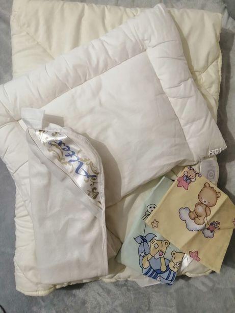 Одеяло и подушка детская, наматрасник + 2 комплекта постельного