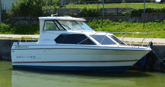 Jacht motorowy kabinowy, Bayliner 2452, rok produkcji 1993