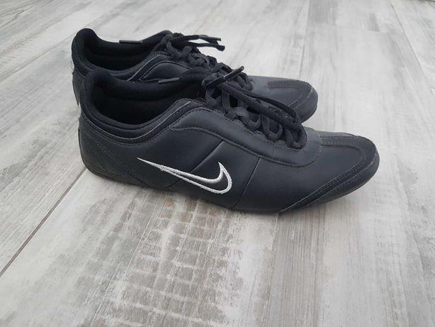 Adidasy Nike r.38.5