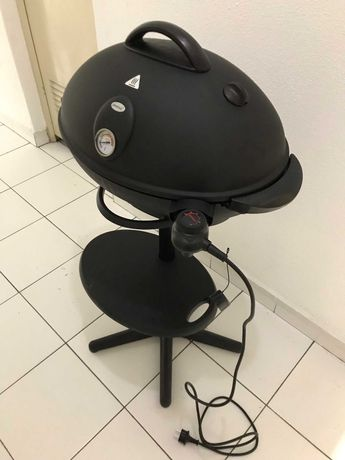 Grelhador / Churrasqueira elétrica com base alta e capa