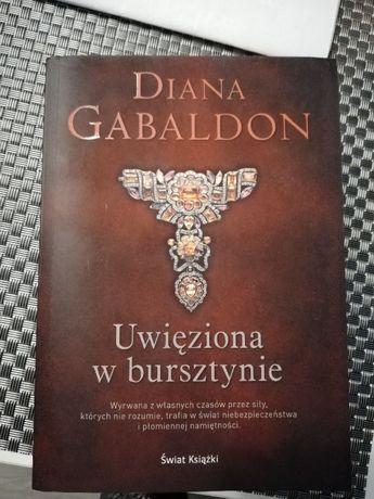 Diana Gabaldon - Uwięziona w bursztynie