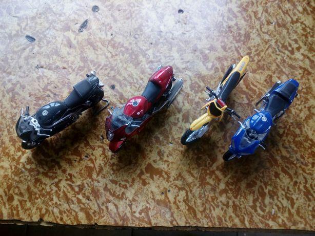 Мотоцикли цена за все коллекционное игрушки 1:18