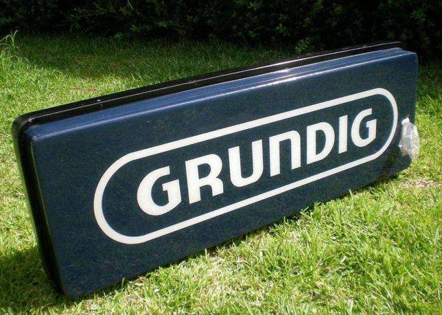 Painel reclamo publicitário luminoso Grundig