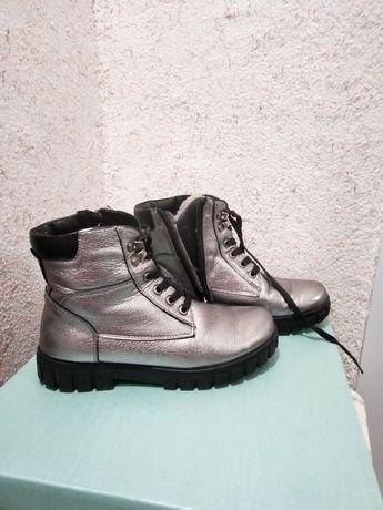 Обувь  зимняя  размер  37.Кожа очень  удобные. Состояние хорошее Мех в