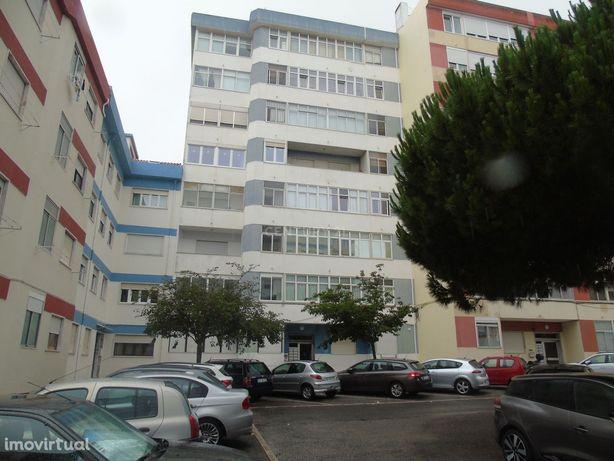 Apartamento T2 cozinha equipada Bairro da Figueirinha/Oeiras