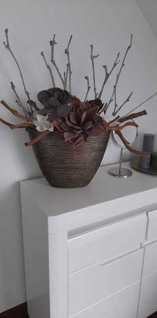 Piekny wazon z kompozycja