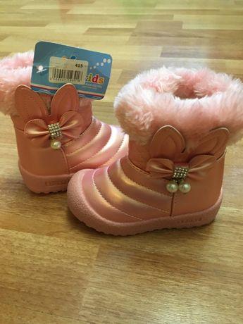 Новые сапожки для модной девченки.