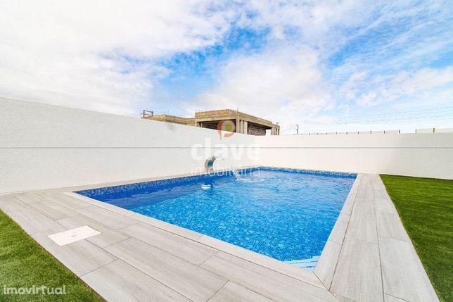 Moradia V4 com piscina   NOVA