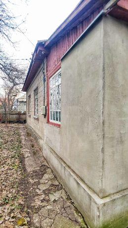 Цегляний будинок на Казбеті