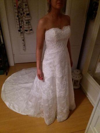 Suknia ślubna madonna koronkowa tren