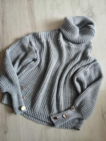 Szary włoski sweter z guzikami