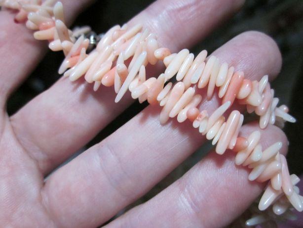 Колье из натуральных кораллов