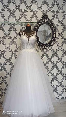 Suknia ślubna z nowoczesnym gorsetem