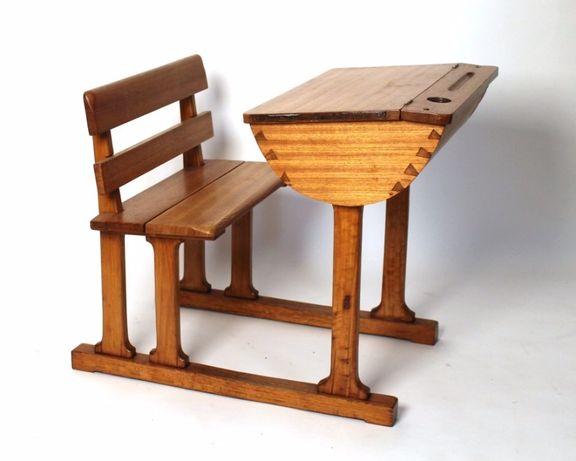 Secretária de escola antiga em madeira