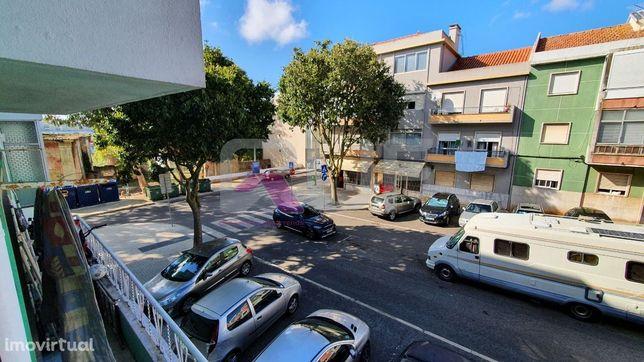 LM120   Apartamento T2 em remodelação na Damaia.