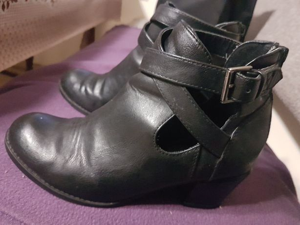 Czarne botki damskie skórzane